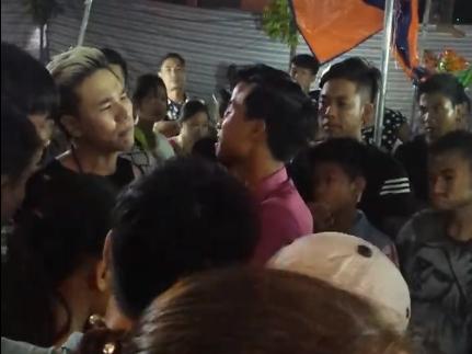 Ca sĩ Châu Việt Cường tức giận, dọa bẻ cổ khán giả - Ảnh 1.