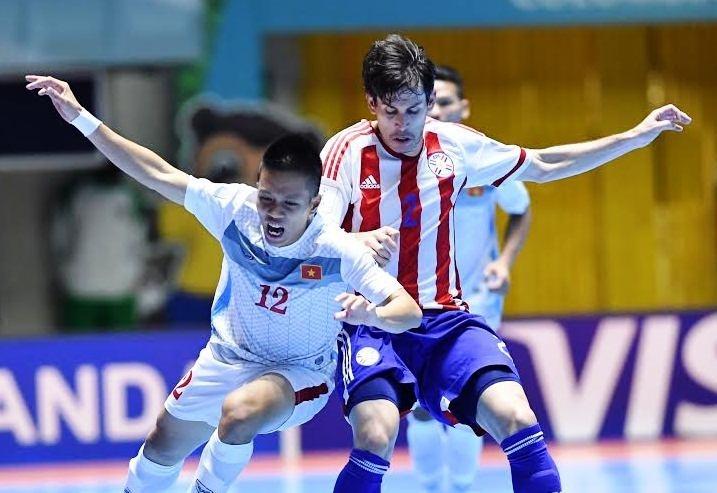 Tuyển Việt Nam không thể tạo nên bất ngờ trước Paraguay. Ảnh: VFF