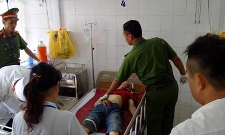 Đối tượng cướp xe đang cấp cứu tại bệnh viện. Ảnh: N. Xít.