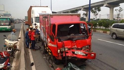 Liên tiếp tai nạn trong buổi sáng, xa lộ Hà Nội ùn tắc kinh hoàng - ảnh 2