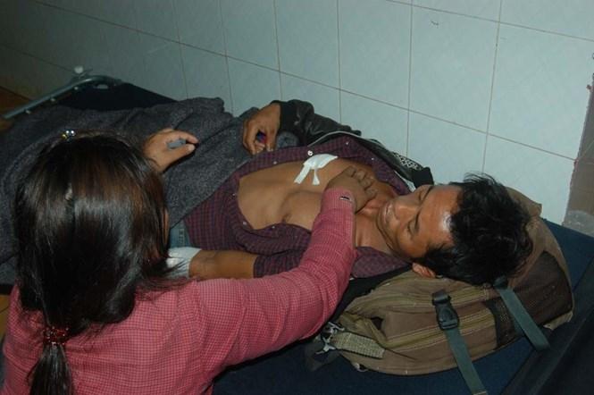 Ông K'Dem đang được điều trị tại Bệnh viện II Lâm Đồng /// Trùng Dương