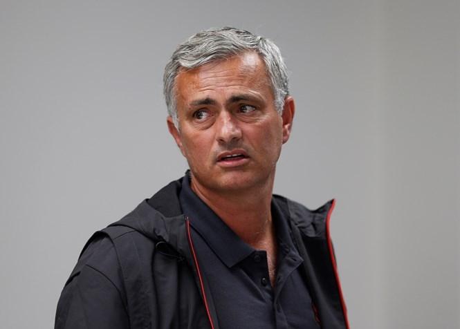 Mourinho vẫn còn chưa hết khó chịu sau thất bại trong trận derby vừa qua /// Reuters