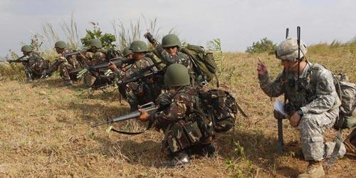 Binh sĩ Mỹ và Philippines trong một cuộc tập trận chung Ảnh: REUTERS