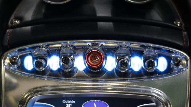 Hệ thống đèn LED có thể thay đổi màu sắc theo lựa chọn của người lái. Nhờ đó, bạn có thể chọn màu sắc nội thất theo sở thích hoặc tâm trạng của mình.