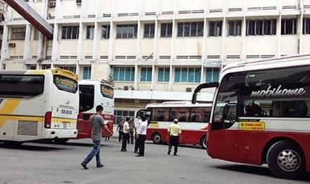 Bến xe lậu của Cty Thành Bưởi tại phường 2, quận 10, TP HCM. Ảnh: Zing.