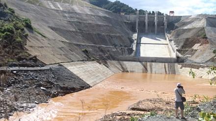 Hiện trường vụ vỡ ống dẫn tại thủy điện Sông Bung 2. Ảnh: Hoài Văn.