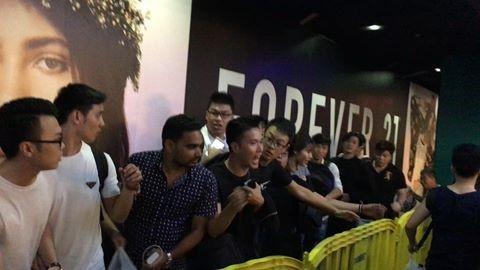 Chen lan mua iPhone: 'Viec nhe luong cao, toi gi khong lam' hinh anh 1