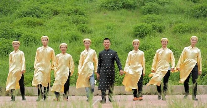 NTK Đỗ Trịnh Hoài Nam bức xúc, vỗ mặt NTK đàn chị Xuân Thu - Ảnh 2.