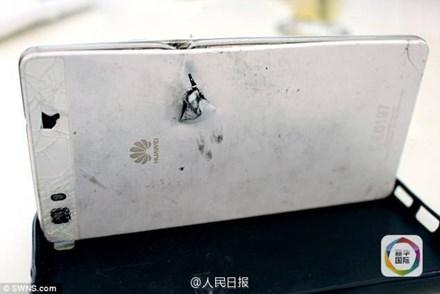 Shanghaiist đưa tin, doanh nhân Siraaj Abraham (41 tuổi) bị vướng vào một vụ cướp có vũ trang bên ngoài nhà ở Cape Town, Nam Phi hồi cuối tháng Tám.