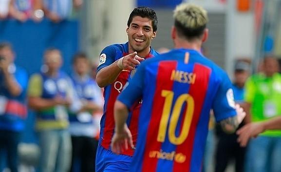 Luis Suarez và Lionel Messi phối hợp ăn ý trên hàng công, giúp Barcelona thắng trận tưng bừng.