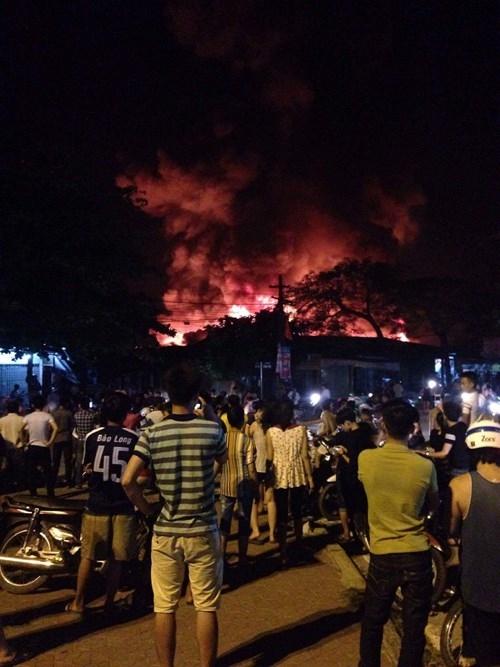 Chợ huyện Hương Khê đang cháy lớn - ảnh 3
