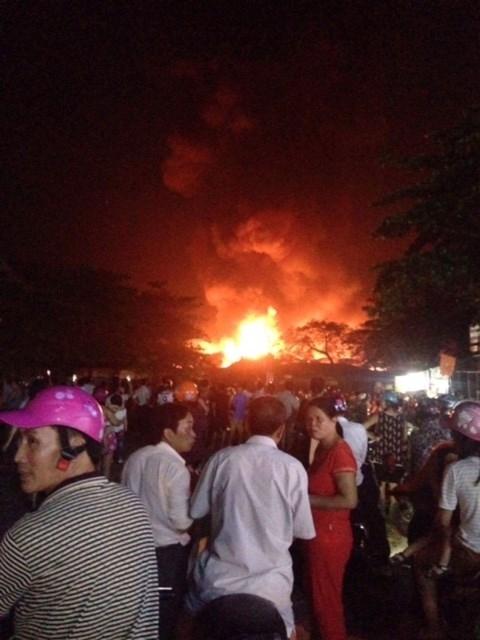 Chợ huyện Hương Khê đang cháy lớn - ảnh 4