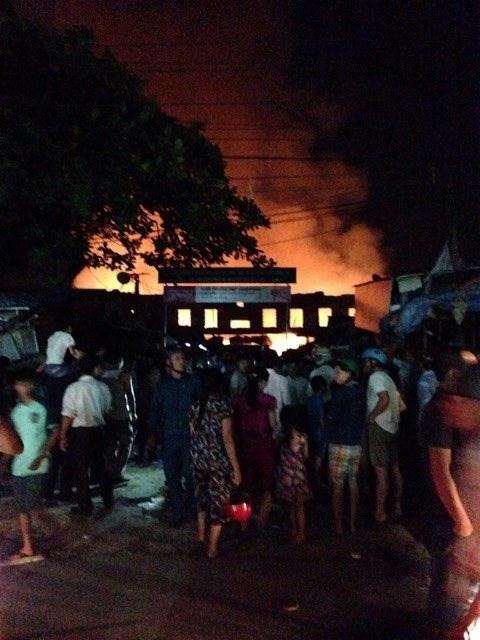 Chợ huyện Hương Khê đang cháy lớn - ảnh 5
