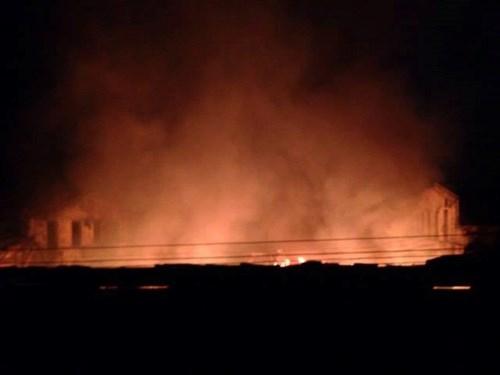 Chợ huyện Hương Khê đang cháy lớn - ảnh 6