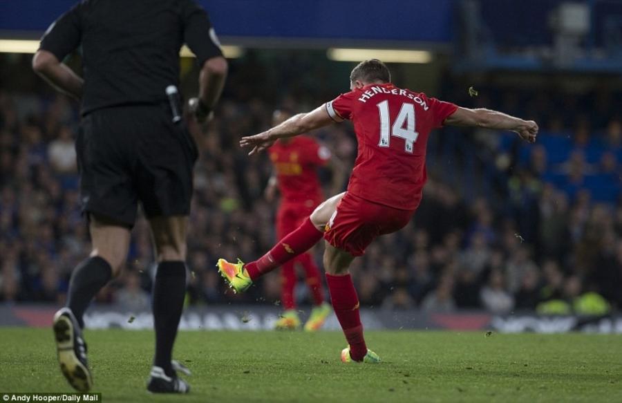 Liverpool khien Chelsea thua tran dau tien mua nay hinh anh 8