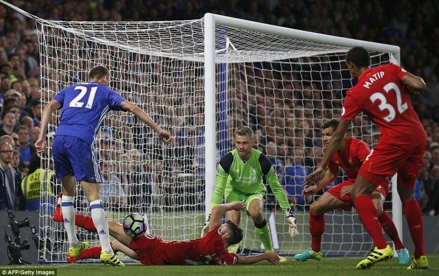Liverpool khien Chelsea thua tran dau tien mua nay hinh anh 11