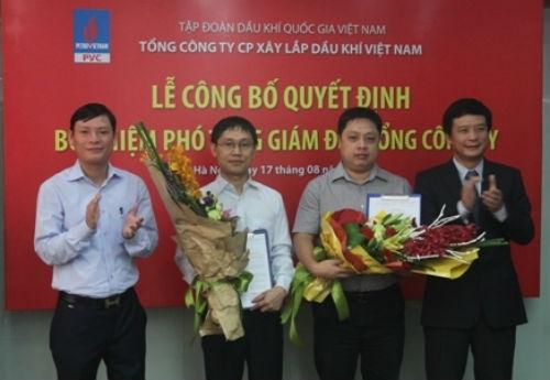 Ông Trần Minh Tuấn (thứ hai từ phải sang) trong ngày nhận quyết định bổ nhiệm Phó Tổng giám đốc cùng với ông Nguyễn Mạnh Tiến (áo trắng ở giữa)