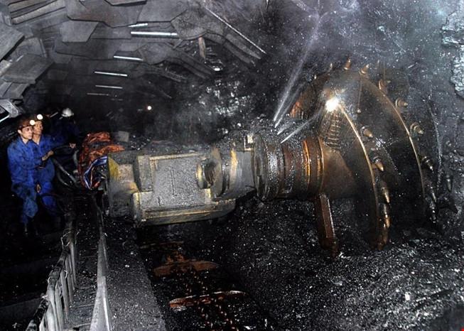 Image result for Đường nước lò than vỡ, 3 công nhân bị vùi lấp