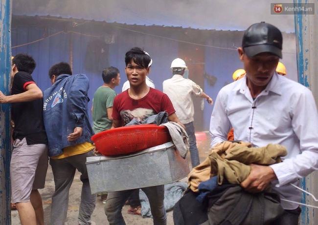 Hà Nội: Cháy lán trại của hàng trăm công nhân tại quận Hoàng Mai, lửa bùng lên dữ dội - Ảnh 9.