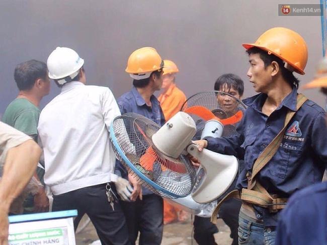Hà Nội: Cháy lán trại của hàng trăm công nhân tại quận Hoàng Mai, lửa bùng lên dữ dội - Ảnh 10.