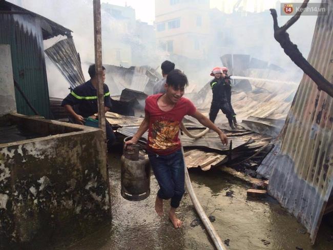 Hà Nội: Cháy lán trại của hàng trăm công nhân tại quận Hoàng Mai, lửa bùng lên dữ dội - Ảnh 11.