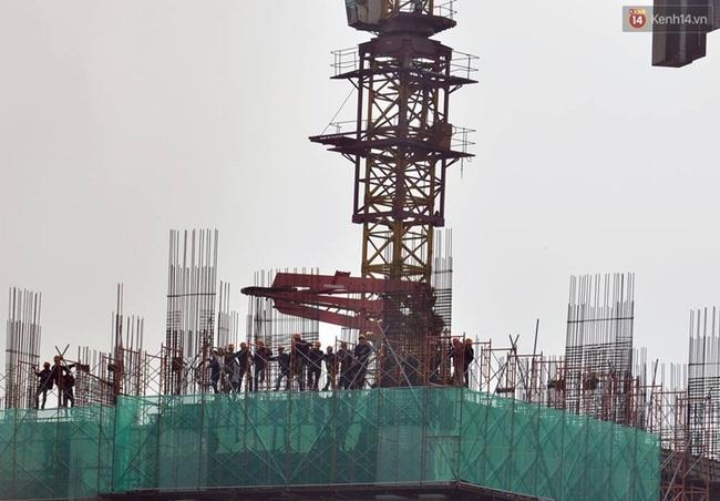 Hà Nội: Cháy lán trại của hàng trăm công nhân tại quận Hoàng Mai, lửa bùng lên dữ dội - Ảnh 12.