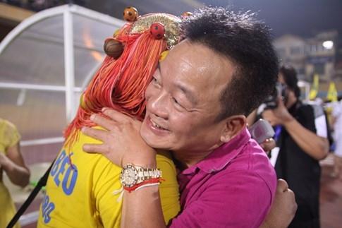 [CHÙM ẢNH] Hà Nội T&T nghẹn ngào cảm xúc đăng quang V-League 2016 - ảnh 4