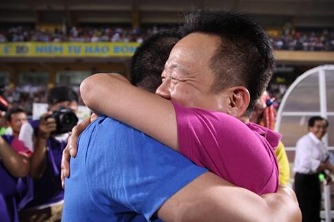 [CHÙM ẢNH] Hà Nội T&T nghẹn ngào cảm xúc đăng quang V-League 2016 - ảnh 5