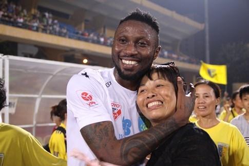 [CHÙM ẢNH] Hà Nội T&T nghẹn ngào cảm xúc đăng quang V-League 2016 - ảnh 6