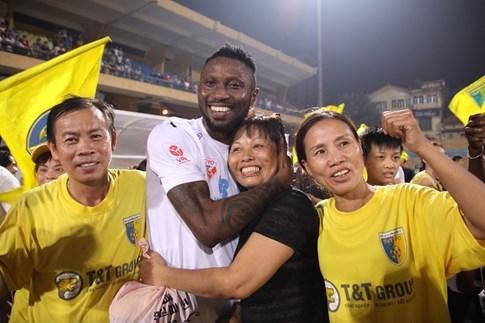 [CHÙM ẢNH] Hà Nội T&T nghẹn ngào cảm xúc đăng quang V-League 2016 - ảnh 7