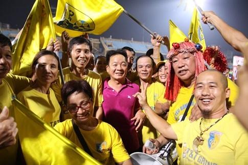 [CHÙM ẢNH] Hà Nội T&T nghẹn ngào cảm xúc đăng quang V-League 2016 - ảnh 8