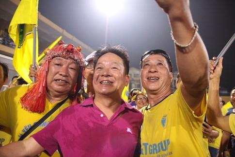 [CHÙM ẢNH] Hà Nội T&T nghẹn ngào cảm xúc đăng quang V-League 2016 - ảnh 10