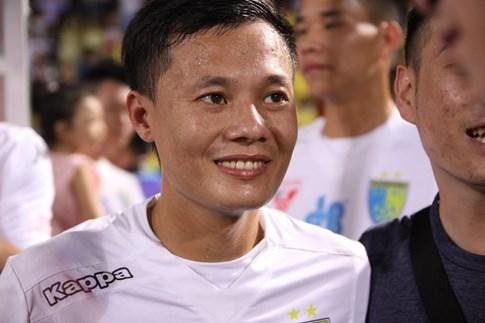 [CHÙM ẢNH] Hà Nội T&T nghẹn ngào cảm xúc đăng quang V-League 2016 - ảnh 11