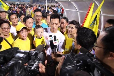 [CHÙM ẢNH] Hà Nội T&T nghẹn ngào cảm xúc đăng quang V-League 2016 - ảnh 12