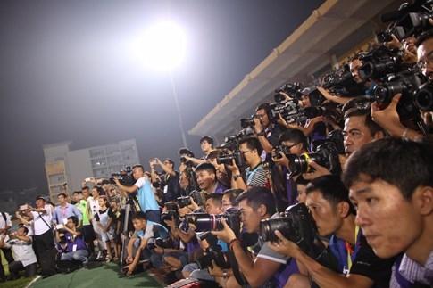 [CHÙM ẢNH] Hà Nội T&T nghẹn ngào cảm xúc đăng quang V-League 2016 - ảnh 14
