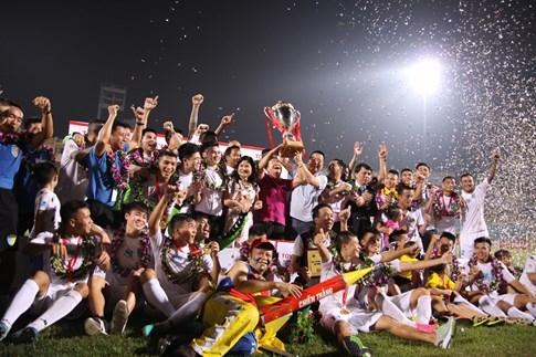 [CHÙM ẢNH] Hà Nội T&T nghẹn ngào cảm xúc đăng quang V-League 2016 - ảnh 18