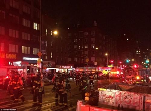 Hiện trường tan hoang vụ nổ bom rung chuyển ở New York - ảnh 1