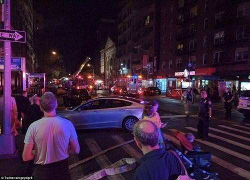 Hiện trường tan hoang vụ nổ bom rung chuyển ở New York - ảnh 7