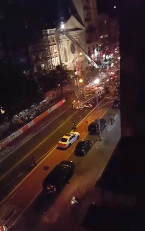 Hiện trường tan hoang vụ nổ bom rung chuyển ở New York - ảnh 8