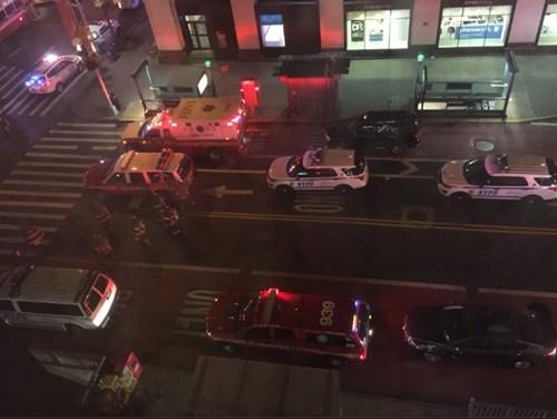 Hiện trường tan hoang vụ nổ bom rung chuyển ở New York - ảnh 10