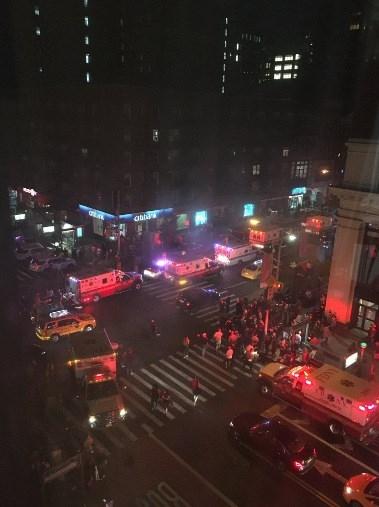 Hiện trường tan hoang vụ nổ bom rung chuyển ở New York - ảnh 11