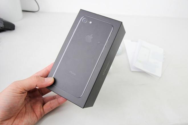 iPhone 7 Jet Black đầu tiên về Việt Nam, giá 32 triệu đồng