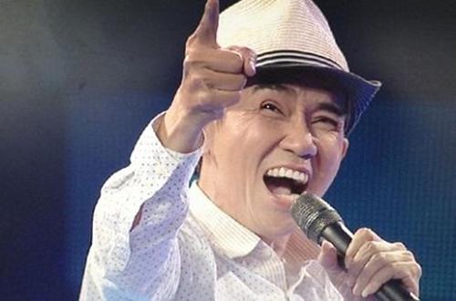 Năm 2001,Minh Thuận bị điếc một bên tai, tai còn lại cũng nhiều khả năng chung số phận. Tưởng chừng anhsụp đổ với cái bệnh quái ác nhưng nam ca sĩ cố gắng chữa trị. Thời điểm 2000-2001 cũng là giai đoạn ca sĩ ăn khách với các ca khúc nhạc Việt thay cho nhạc Hoa ở thuở đầu sự nghiệp. Anh có hai năm liền đoạt giải thưởng Ca sĩ yêu thích của Làn Sóng Xanh với nhiều bài hit Rêu Phong (Tuấn Khanh), Tình phai (Nguyễn Ngọc Tài), Lời trái tim muốn nói (Lê Hựu Hà)...