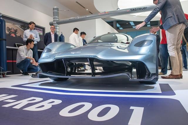 Trên thực tế, AM-RM 001 hay Nebula chỉ là tên mã của mẫu siêu xe nhà Aston Martin. Hiện hãng Aston Martin vẫn chưa tiết lộ tên gọi chính thức của mẫu siêu xe F1 đường phố này.