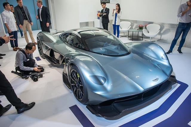 Phải đến năm 2020 mới xuất xưởng nhưng Aston Martin AM-RB 001 hiện đã lọt vào mắt xanh của khoảng 450 đại gia trên toàn thế giới. Tuy nhiên, trong số đó, sẽ có 300 đại gia phải thất vọng vì hãng Aston Martin chỉ dự định sản xuất đúng 150 chiếc AM-RB 001. Như vậy, tỷ lệ có thể mua thành công Aston Martin AM-RB 001 dự kiến có giá 4 triệu USD là 3 chọi 1.