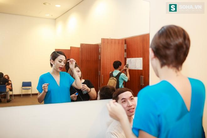 Tóc Tiên gặp sự cố với váy nữ thần táo bạo - Ảnh 1.