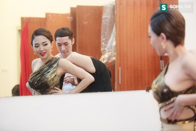 Tóc Tiên gặp sự cố với váy nữ thần táo bạo - Ảnh 4.