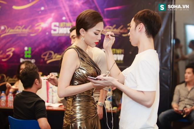 Tóc Tiên gặp sự cố với váy nữ thần táo bạo - Ảnh 10.