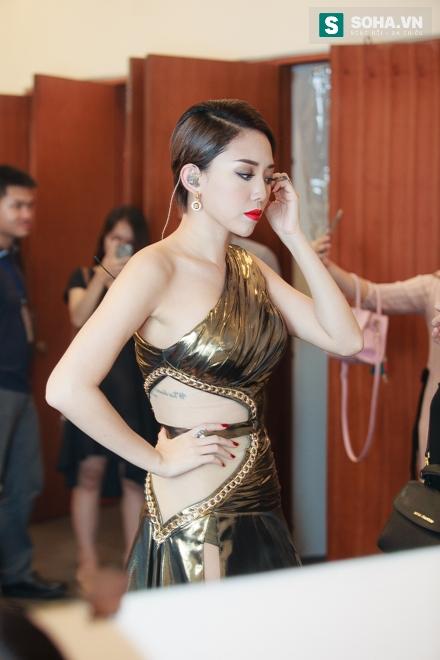 Tóc Tiên gặp sự cố với váy nữ thần táo bạo - Ảnh 11.