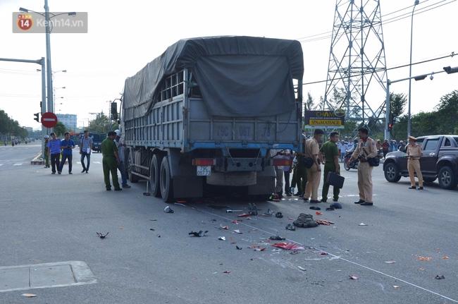 Đà Nẵng: 2 thanh niên chết thảm dưới gầm xe tải, giao thông hỗn loạn - Ảnh 1.